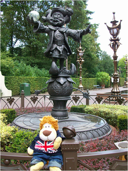 Alex Goes To The Efteling 1