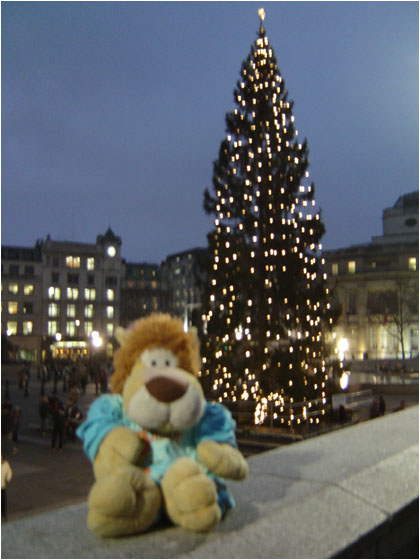 Alex de Leeuw in London Christmas Tree