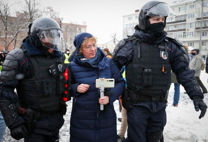 Russia arrests 3000 during wide protests backing Navalny