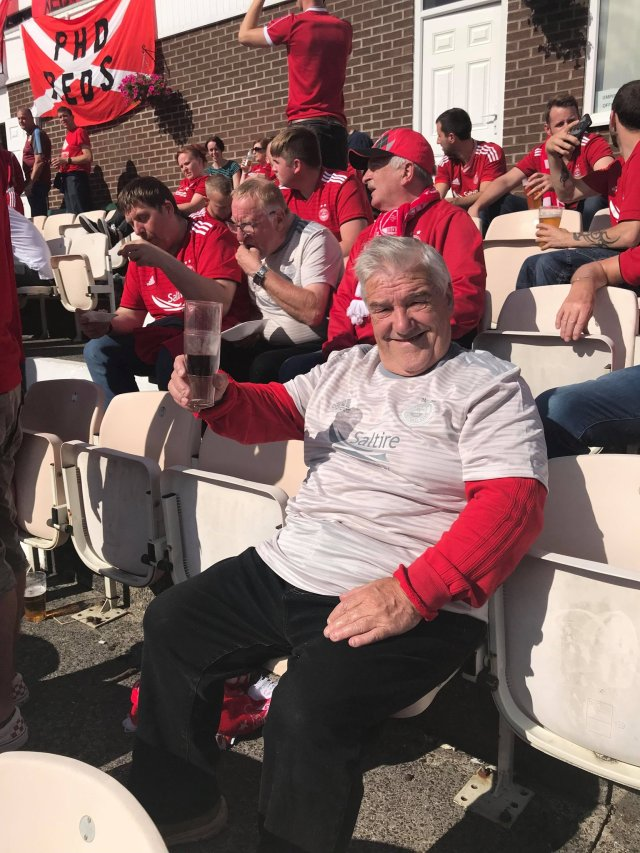 @Katyag15 - My legend of a dad, 72 and he's in Burnley for the match! I think his first away european tie!! Gutted I'm not there but being a mum to 3, one with special needs meant it wasn't possible! @AberdeenFC @ee_sport #COYR #dadsalegend