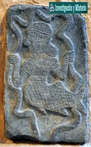los apkallus eran unos dioses instructores mitad hombres y mitad peces 186x300 - Apkallus o Anunnakis los antiguos dioses sumerios