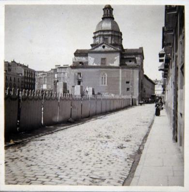 Vista exterior del Colegio de Niñas de Leganés antes de su derribo