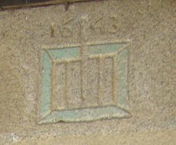 Detalle inscripción de la portada de El Santo.