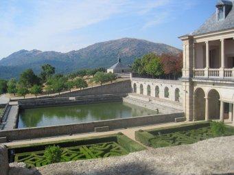 Vistas hacia el estanque desde la Galería de Convalecientes.