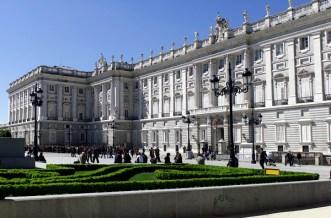 """Palacio Real de Madrid desde la Plaza de Oriente con el """"ala"""" Sabatini"""