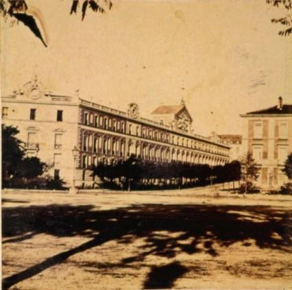 J. Laurent: Vista de la Carrera de San Jerónimo con el Palacio de Medinaceli (actual ubicación del Palace) a la izquierda. Fondo IPHE.
