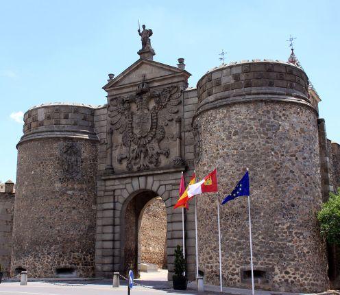 Nueva Puerta de la Bisagra, Toledo. Foto: Wikimedia Commons.