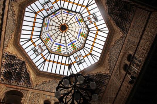 Manuel Castaños: Cúpula de cristal del patio árabe. Casino de Murcia. Foto: Ramón Escobar Hervas (http://maravillasdeespana.blogspot.com.es/2014/11/murcia-el-real-casino-y-caravaca-de-la.html)