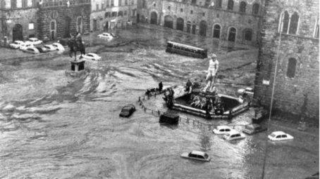 El nivel del agua en la Piazza de la Signoria.
