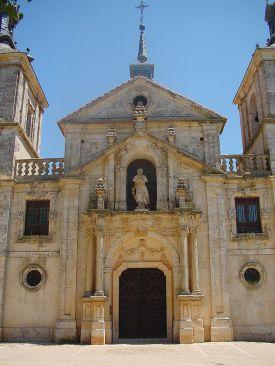 Nuevo Baztán. Detalle de la fachada de la Iglesia de San Francisco Javier. Foto: wikicommons (Turismo Madrid)