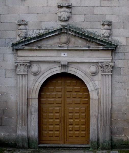 Portada del convento de las Gordillas (Ávila). foto: Wikimedia