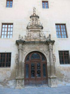 Portada del Colegio de San Jaime y San Matías (por Enric vía Wikimedia).