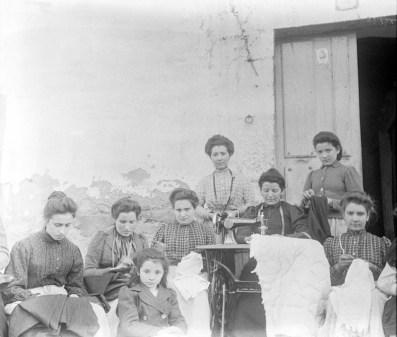 Eulalia Abaitua. Costureras. Archivo del Museo Vasco de Bilbao