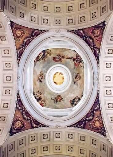 Vista de la cúpula con los escudos de la Congregación en las pechinas, 2003. Fotografía: Tracer Restauración.