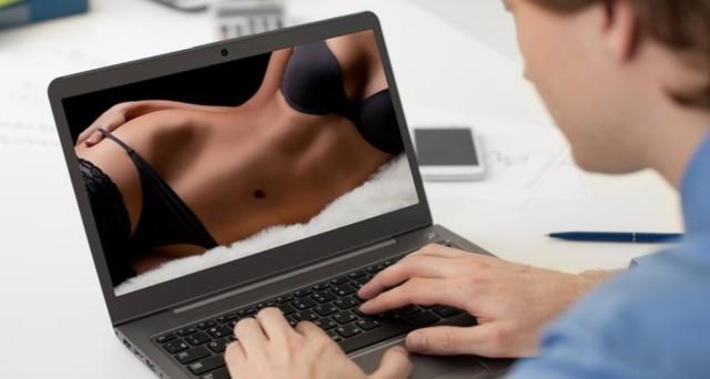Vedere Film porno al lavoro, si può essere licenziati?