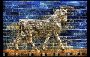 Berlin - Pergamonmuseum - Stierreliefs am Ishtar Tor - The Art of War
