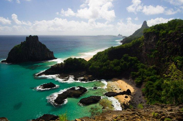 Brazil best beaches - Baia dos Porcos, Fernando de Noronha, Brazil