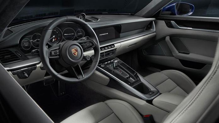 911 Carrera 4S interior