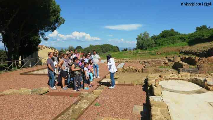 San Vincenzo con bambini Parco Archeologico di Baratti e Populonia