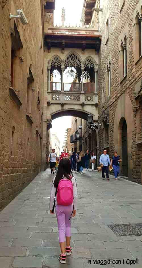 Barcellona con i bambini Carrer del Bisbe