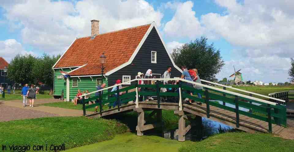 ponte sul canale zaanse schans