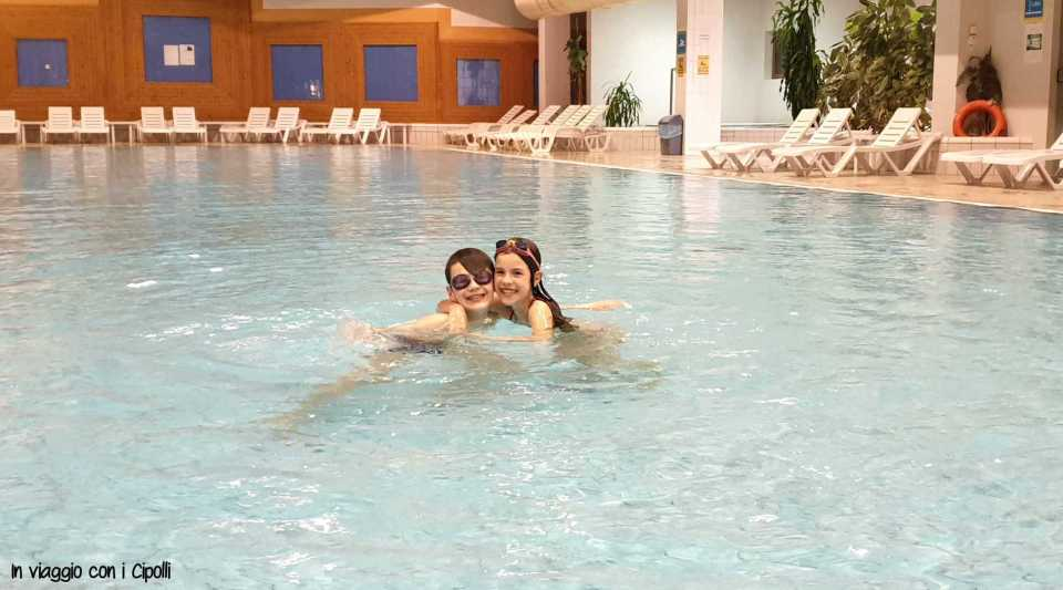 Bambini in piscina terme slovenia