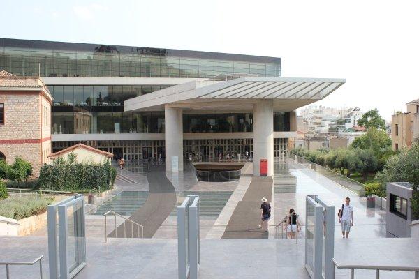 Ingresso al nuovo museo dell'Acropoli (Atene, Grecia)