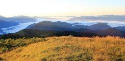 Viaggio in Friuli Venezia Giulia, la luce del sole avvolge la cima del Monte Matajur (Italia)