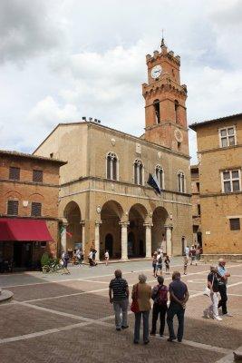 Viaggio in Val d'Orcia, Piazza Pio II a Pienza (Toscana, Italia)
