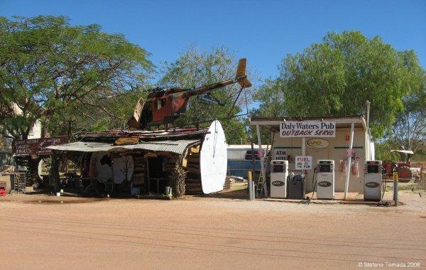 Viaggio in Australia, stazione di servizio al pub di Daly Waters (Northern Territory)