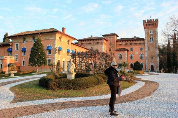 Viaggio in Friuli Venezia Giulia, cortile interno del Castello di Spessa (Italia)