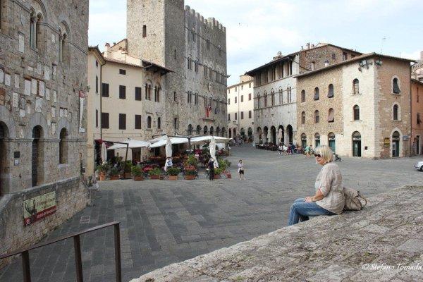 Viaggio in Toscana, piazza del Duomo a Massa Marittima (Italia)