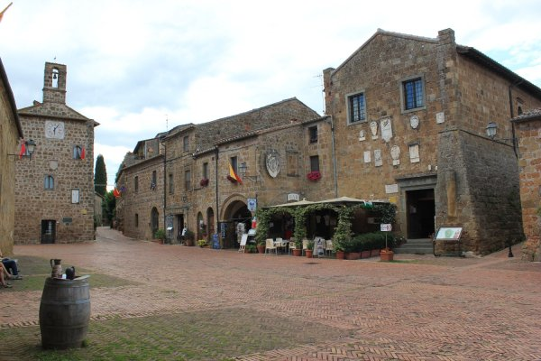Viaggio in Toscana, centro storico di Sovana (Italia)