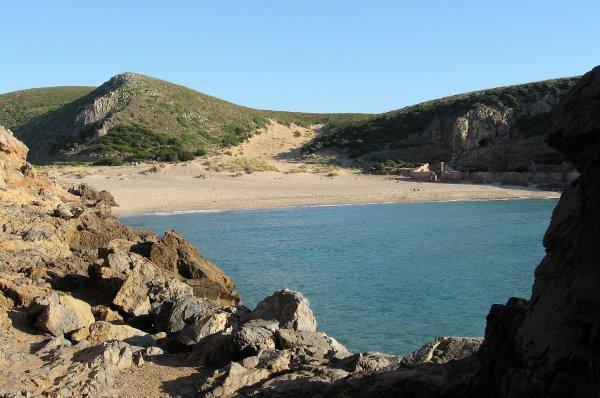 Viaggio in Sardegna, panorama della spiaggia di Cala Domestica (Sardegna, Italia)