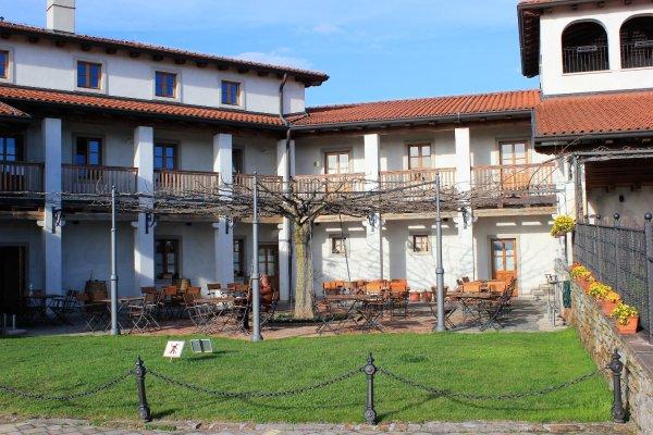 Viaggio in Slovenia, cortile interno dell'Agriturismo Belica a Medana (Brda)