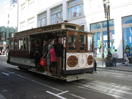 Il cable car della linea Powell & Hyde Sts a San Francisco