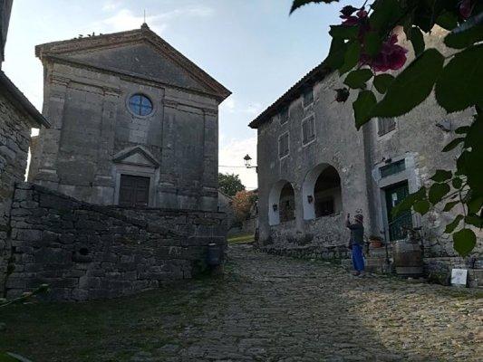La chiesa parrocchiale di Hum (Colmo) in Istria Croazia