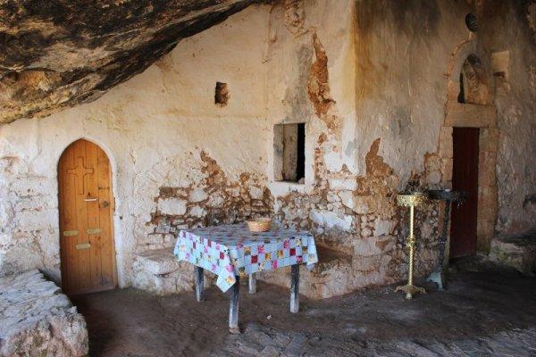 La Grotta dell'Orso nella penisola di Akrotíri a Creta