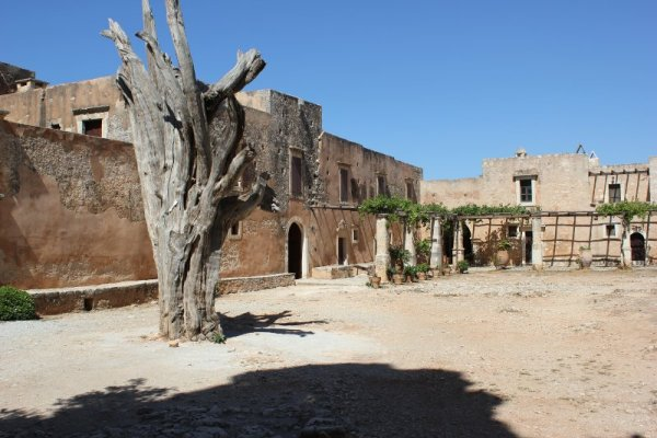 cortile interno monastero Arkadíou Creta