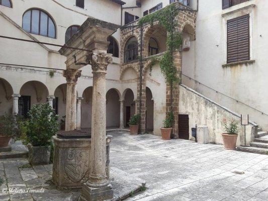 Cortile Palazzo Orsini Pitigliano