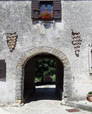 La porta di ingresso al villaggio di Gračišće (Gallignana) in Istria