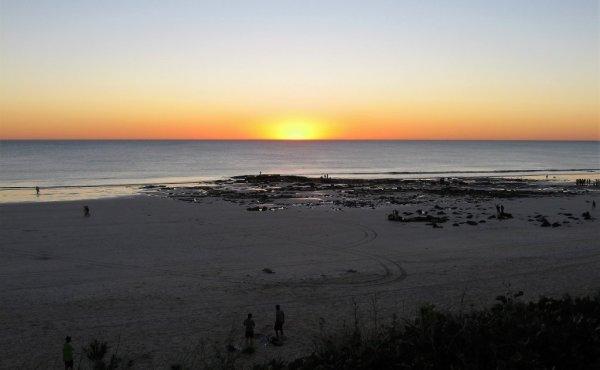 Il tramonto visto da Cable Beach a Broome in Australia
