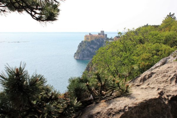 Panorama castello Duino dal sentiero Rilke