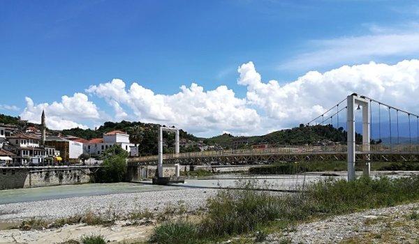 Il ponte Ura e Goricës a Berat Albania