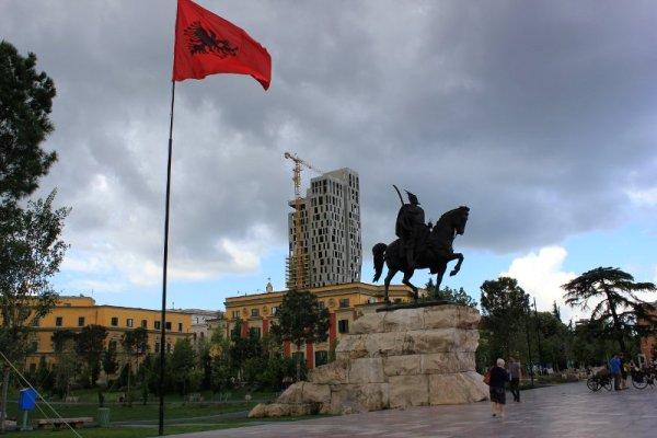 Monumento a Skanderbeg a Tirana