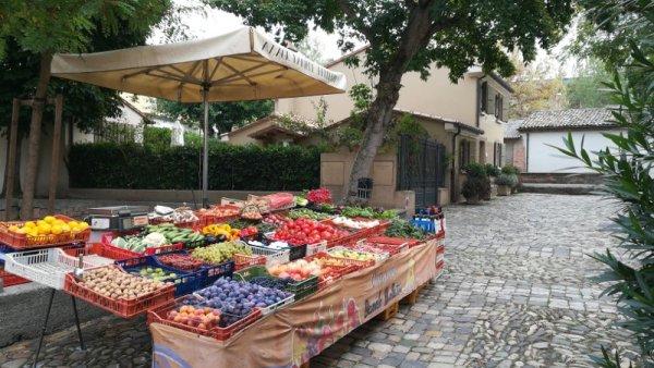 Mercato della frutta e della verdura a Cesenatico