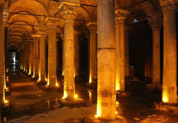 Interno della Cisterna Basilica a Istanbul