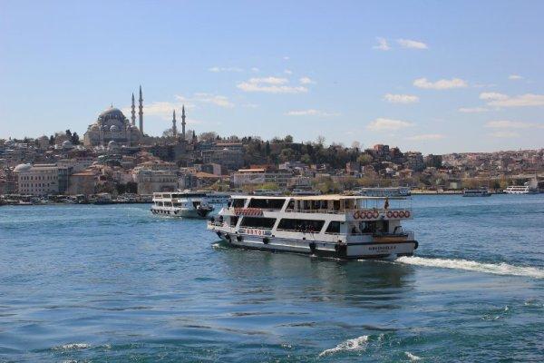 Navi da crociera sul Bosforo Istanbul