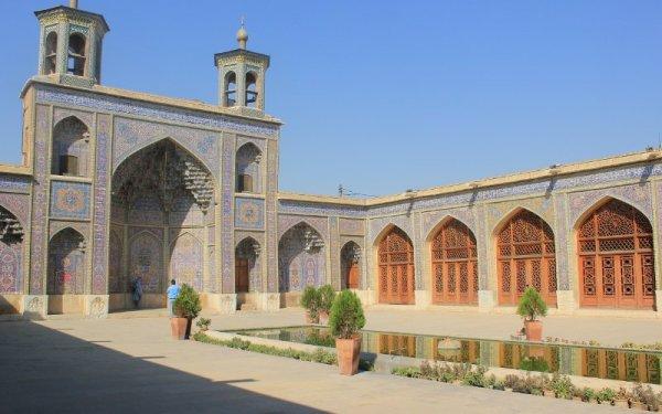 Cortile interno della Moschea Rosa a Shiraz Iran