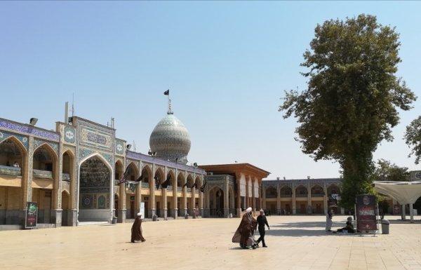 Cortile Aramgah-e Shah-e Cheragh a Shiraz Iran